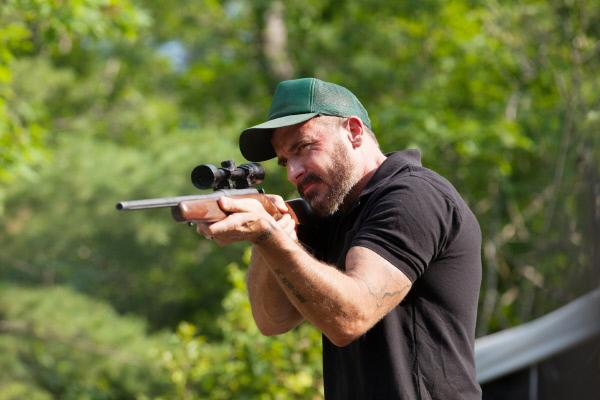Bild 1 von 8: Der Killer Tommy Baxter (Dominic Purcell) will die unliebsamen Zeugen des Mordes unter allen Umständen aus dem Weg räumen...