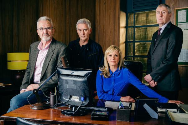 Bild 1 von 1: Ted Case (Larry Lamp), Steve McAndrew (Denis Lawson), DCI Sasha Miller (Tamzin Outhwaite) und Danny Griffin (Nicholas Lyndhurst) beschäftigen sich als Spezialeinheit mit ungelösten Fällen.