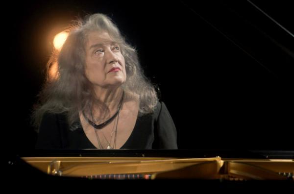 Bild 1 von 5: Das Orchestre Philharmonique de Radio France begrüßt heute einen ganz besonderen Gast: die große Pianistin Martha Argerich.