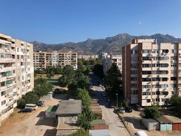 Bild 1 von 13: Stanimiras Wohnung und der Ausblick vom Balkon.