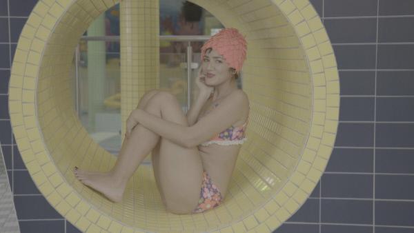 Bild 1 von 5: Die Badekappe - vom schicken Must-have zum ungeliebten Muss im Schwimmbecken.