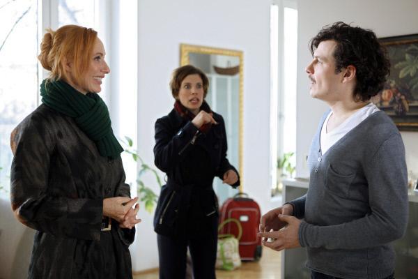 Bild 1 von 7: (v.li.): Andrea Sawatzki (Iris), Anna Rot (Sandra), Manuel Rubey (Tobias).