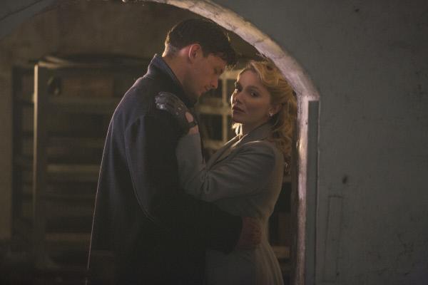 Bild 1 von 3: Grace Fitzgerald (Rosemary Boyle) trifft auf ihren ehemaligen Liebhaber Owen Brunt (John Hogg). Er will ihre gemeinsame Liebe noch nicht aufgeben.