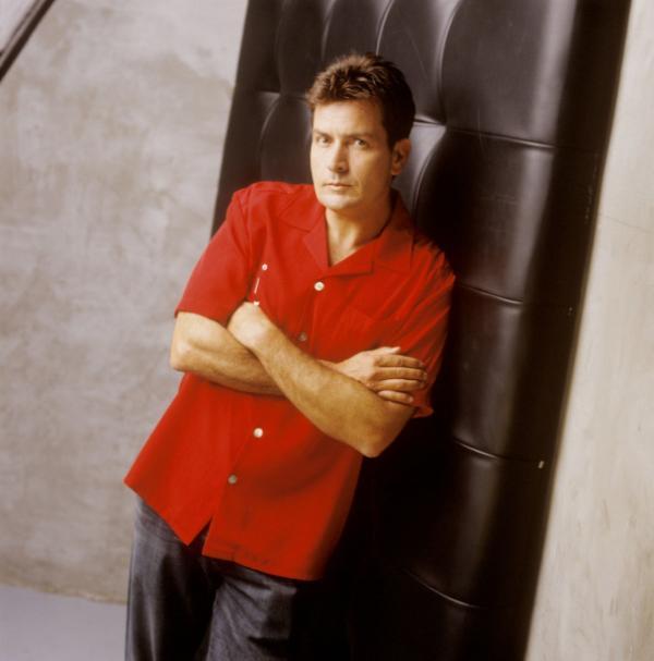 Bild 1 von 2: (1. Staffel) - Charlie Harper (Charlie Sheen) ist ein ziemlich erfolgreicher Produzent von Werbespots und Jingles. Als sein Bruder samt Sohn bei ihm einzieht, beginnt das Chaos ...