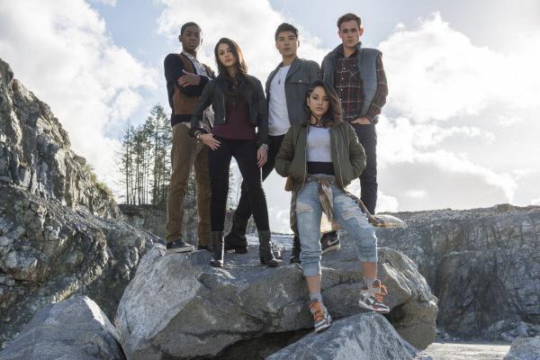 Bild 1 von 8: (v.l.n.r.) Billy (RJ Cyler), Kimberly (Naomi Scott), Zack (Ludi Lin), Trini (Becky G), Jason (Dacre Montgomery)