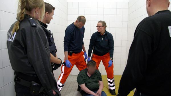 Bild 1 von 5: Einsatz für Polizei und Sanitäter