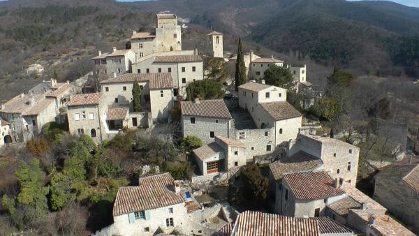 Bild 1 von 1: Le Po't-Laval ist ein befestigtes mittelalterliches Dorf an den HŠngen zwischen den Bergmassiven des Vercors und der Baronnies
