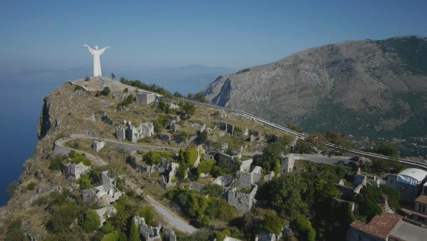 Bild 1 von 5: Der Monte San Biagio mit der Erlöser-Figur