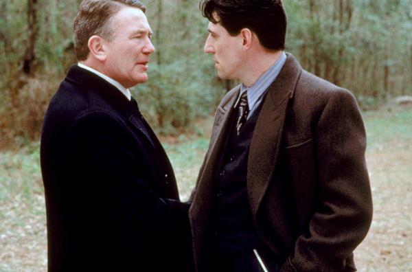 Bild 1 von 5: Tom Reagan (Gabriel Byrne, re.) berät den Mafiaboss Leo (Albert Finney, li.). Doch beide lieben die gleiche Frau.