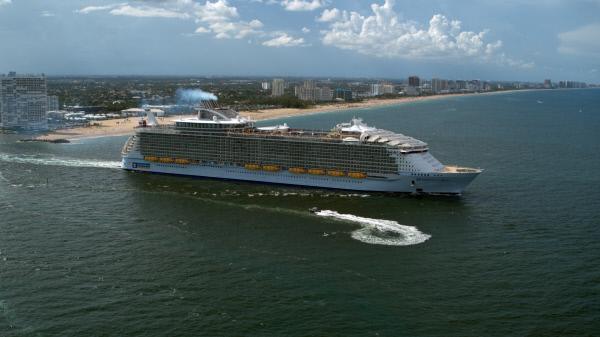 Bild 1 von 5: Auf den größten Kreuzfahrtschiffen der Welt arbeiten hochprofessionelle Crews rund um die Uhr daran die Gäste zufriedenzustellen. So ist ein Urlaub in der Karibik auf der 'Harmony of the Seas' für über 6000 Passagiere die Reise ihres Lebens.