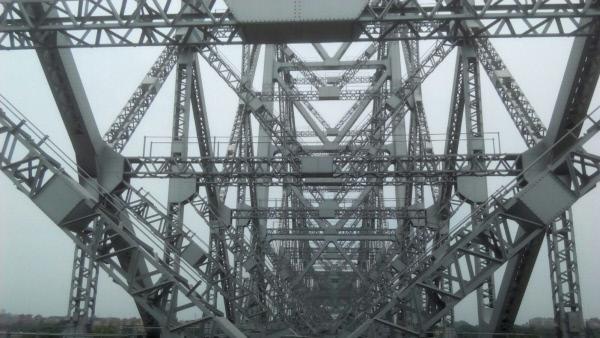 Bild 1 von 3: Die indische Howrah Bridge verbindet die beiden indischen Städte Kalkutta und Howrah miteinander.