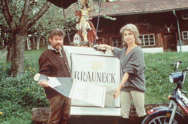Bild 1 von 3: Rufus (Werner Asam, l.); Gräfin Alexandra von Brauneck (Michaela May, r.)