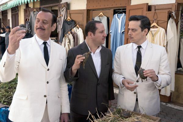 Bild 1 von 6: v.l.: Colonel Mercaillon (Wilfred Benaïche), Mokhtar (Khalid Maadour) und Jacquard (Karim Barras) auf einem Markt in Algier