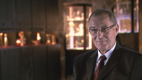 Bild 1 von 1: Jürgen Oelsner ist 1999 Leiter des Dezernats für Sonderfälle im Landeskriminalamt Sachsen und war bereits 1977 in den Fall Sophienschatz involviert.