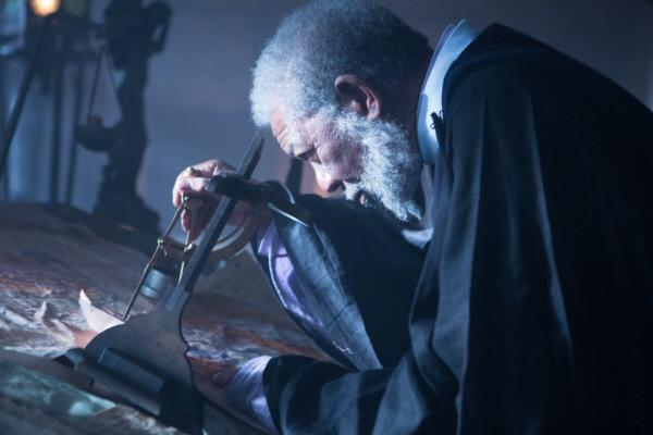 Bild 1 von 12: Lehnt sich gegen den Gesandten des Kaisers auf und muss dies bitter bezahlen: der herzensgute und kluge Lord Bartok (Morgan Freeman) ...