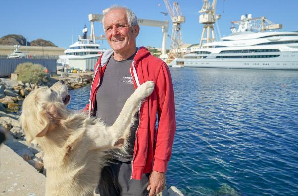 Bild 1 von 5: Gérard Carrodano aus La Ciotat fischt die Meerestiere lebend, um sie an Aquarien in ganz Europa zu verkaufen.