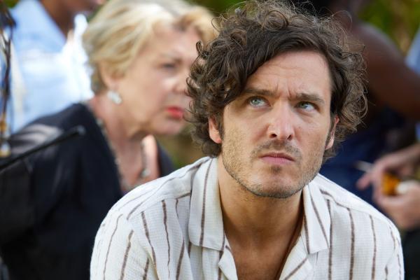 Bild 1 von 4: Als Muse der ermordeten Künstlerin Donna Harman, gilt Max (Alexander Vlahos) als Verdächtiger im Mordfall.