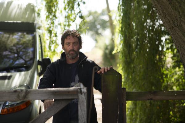 Bild 1 von 2: Polizist Alan Lane (David Murray) beteuert, dass er niemanden umgebracht hat.