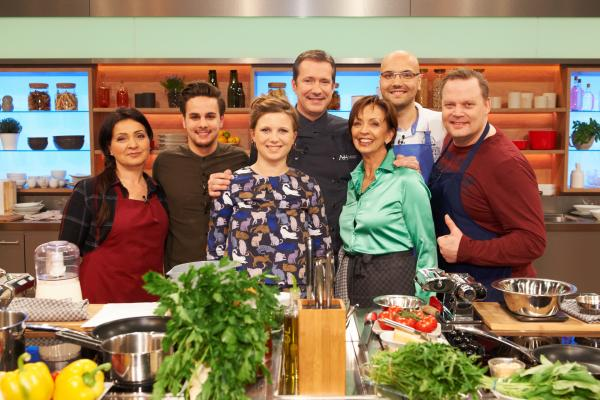 Bild 1 von 1: Nihal Yegin, Mattia Giannone, Stefanie Gaismayer, Alexander Herrmann, Elisabeth Noelle, Oliver Löhr und Stefan Pries.