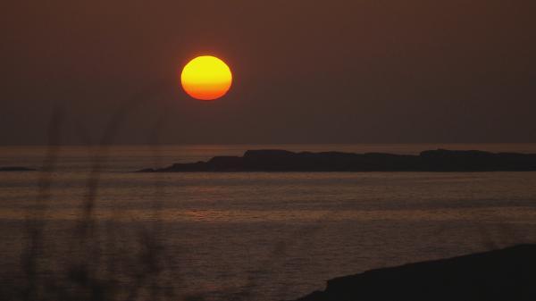 Bild 1 von 4: Sonnenuntergang über den Schären.