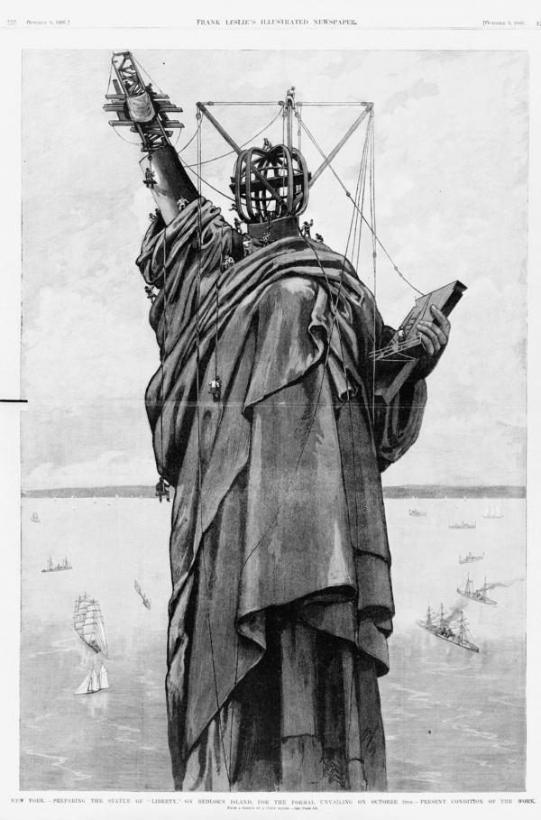 Bild 1 von 6: Ab 1885 konnte auf Bedloe's Island in der Bucht von New York der Sockel gebaut und die vorgefertigten Einzelteile der Freiheitsstatue zusammengesetzt werden. Die Einweihung erfolgte am 28. Oktober 1886.