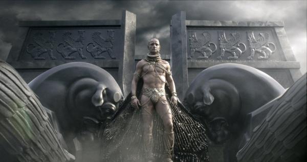 Bild 1 von 22: Xerxes (Rodrigo Santoro), Gott-König der Perser, schickt seine Beraterin Artemisia mit einer Übermacht an Schiffen gegen Griechenland in den Krieg, um Rache für die Tötung seines Vaters zu nehmen ...