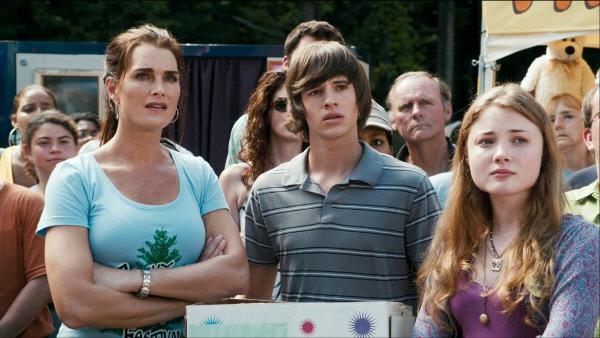 Bild 1 von 4: Tammy (Brooke Shields, li.) Tyler (Matt Prokop) und Amber (Skyler Samuels, re.)