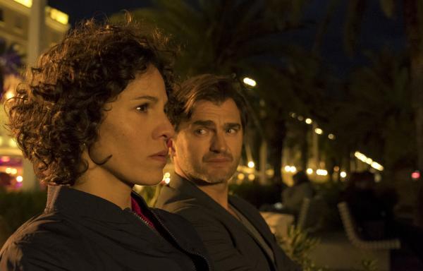 Bild 1 von 20: Stascha (Jasmin Gerat, re.) und Emil (Lenn Kudrjawizki) müssen einen Fehlschlag verdauen.