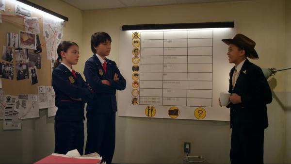 Bild 1 von 3: Olive und Otto wollen Agent Obfusco helfen, seinen verschwundenen Schnurrbart wiederzufinden. Sie benutzen dazu eine Tabelle.