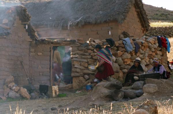 Bild 1 von 4: Fünf Stunden Fußmarsch von Macha entfernt, in über 4.000 Meter Höhe leben die Kallengera, eine kleine Quechua-Gemeinschaft mit rund 60 Seelen.