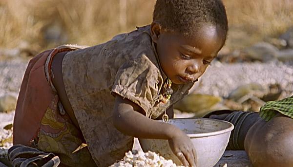 Bild 1 von 9: Die Hadza ernähren sich ausschließlich von Früchten, Wurzeln, Fleisch und Honig.