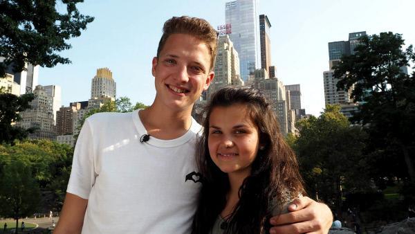Bild 1 von 2: Die ZDF-Nachwuchsreporter Louisa und Philipp an ihrem ersten Drehtag in New York.