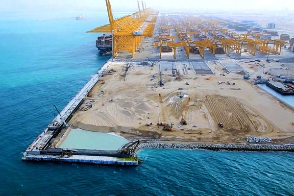 Bild 1 von 5: Bauarbeiten im Hafen von Dubai