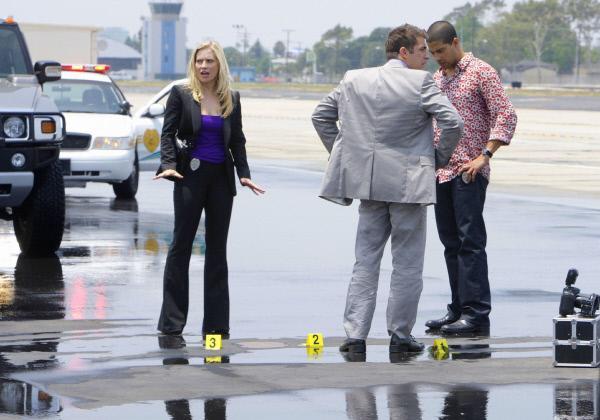 Bild 1 von 8: Die Jagd nach dem vermeintlichen Mörder von Horatio wird für Calleigh (Emily Procter), Ryan (Jonathan Togo) und Eric Delko (Adam Rodriguez, r.) zur gefährlichsten Aufgabe, die sie jemals lösen mussten.