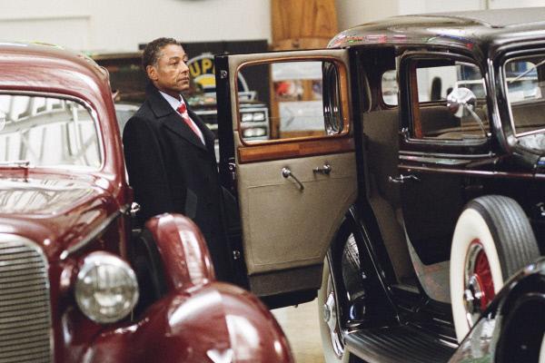 Bild 1 von 15: Gangster Holiday (Giancarlo Esposito) gibt den Detectives wichtige Hinweise.