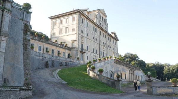 Bild 1 von 4: Ab dem 16. Jahrhundert wird die Region Castelli Romani zu einem bevorzugten Aufenthaltsort für den Vatikanstaat. Ein Beispiel hierfür ist die Villa Aldo Brandini in Frascati.