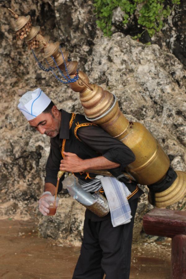 Bild 1 von 3: Kaffeeverkäufer im Oman
