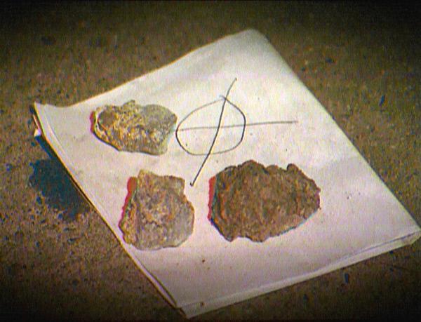 Bild 1 von 5: Der Mörder hat beim Opfer eine Nachricht hinterlassen. Darin droht er, zwölf Menschen umzubringen, einen für jedes Tierkreiszeichen.