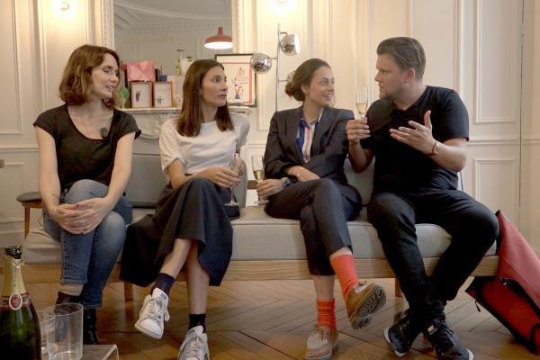 Bild 1 von 3: Knackeboul (re.) mit drei der Autorinnen des Bestsellers \