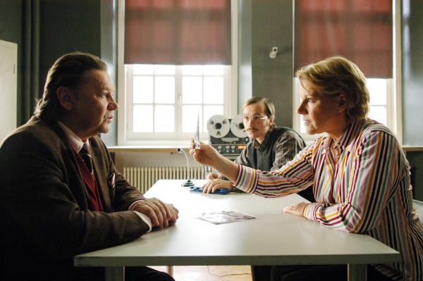 Bild 1 von 12: Helmut Berger (Fabian Plessen), Thomas Darchinger (Klaus Degenhardt), Mariele Millowitsch (Mona Seiler).