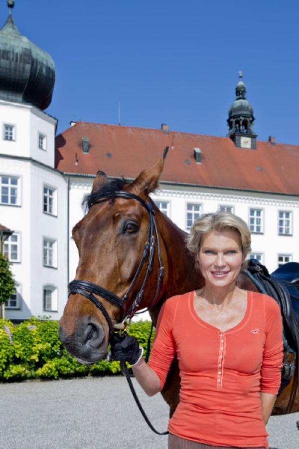 Bild 1 von 9: Gräfin Stephanie Bruges von Pfuel.