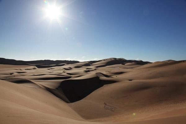Bild 1 von 4: Die Namib gilt als älteste Wüste der Welt. Sie entstand vor rund 50 Millionen Jahren infolge einer kalten Meeresströmung, die von der Antarktis Richtung Norden fließt.