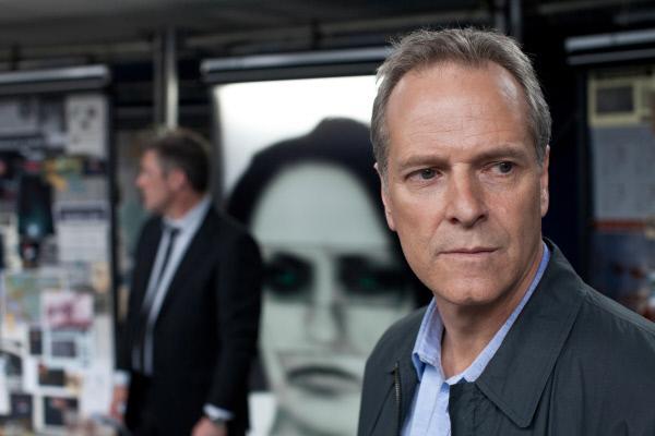 Bild 1 von 4: Dr. Leo Dalton (William Gaminara) und sein Team müssen schnellstmöglich eine brutale Serienmörderin stoppen.