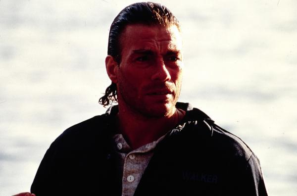 Bild 1 von 6: Wir schreiben das Jahr 2004: Vor zehn Jahren hat Max Walker (Jean-Claude Van Damme) seine Frau Melissa bei einem Anschlag verloren. Die Hintergründe waren ihm nie klar. Nun erhält er Gelegenheit, Licht ins Dunkel zu bringen