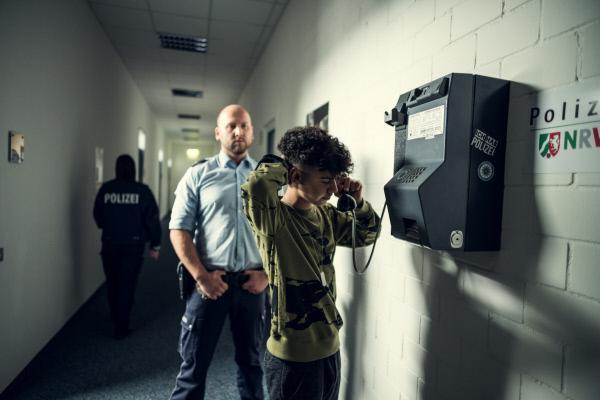 Bild 1 von 4: Deniz Bulut (Levin Alin) wurde verhaftet.