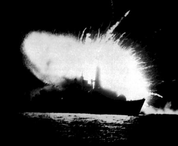 Bild 1 von 1: Seegefecht im Falklandkrieg 1982. Entscheidend für den britischen Sieg ist die Operation \