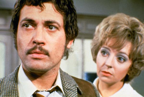 Bild 1 von 8: Richard (Jon Finch) streitet sich mit seiner Ex-Frau Brenda (Barbara Leigh-Hunt).