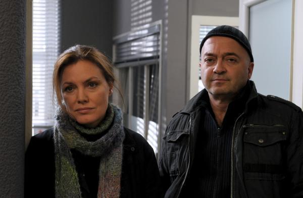 Bild 1 von 1: Zusammen sind sie ein starkes Team: Verena Berthold (Maja Maranow) und Otto Garber (Florian Martens).