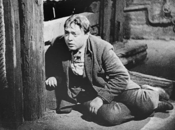 Bild 1 von 5: Der Mörder (Peter Lorre) in die Enge getrieben - die ganze Stadt jagt ihn!