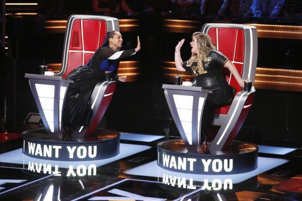 Bild 1 von 28: Alicia Keys (l.); Kelly Clarkson (r.)